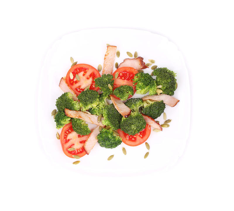 Brokkolisalat mit Kürbiskernen und Tomaten stockbilder