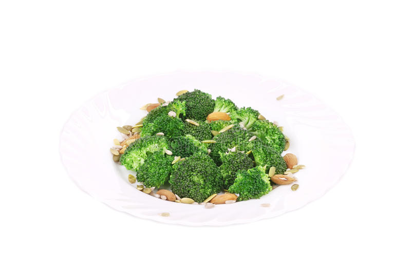 Brokkolisalat mit Nüssen lizenzfreies stockfoto