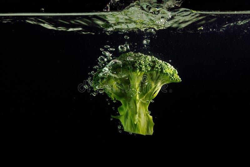 Brokkolispritzen lizenzfreie stockbilder