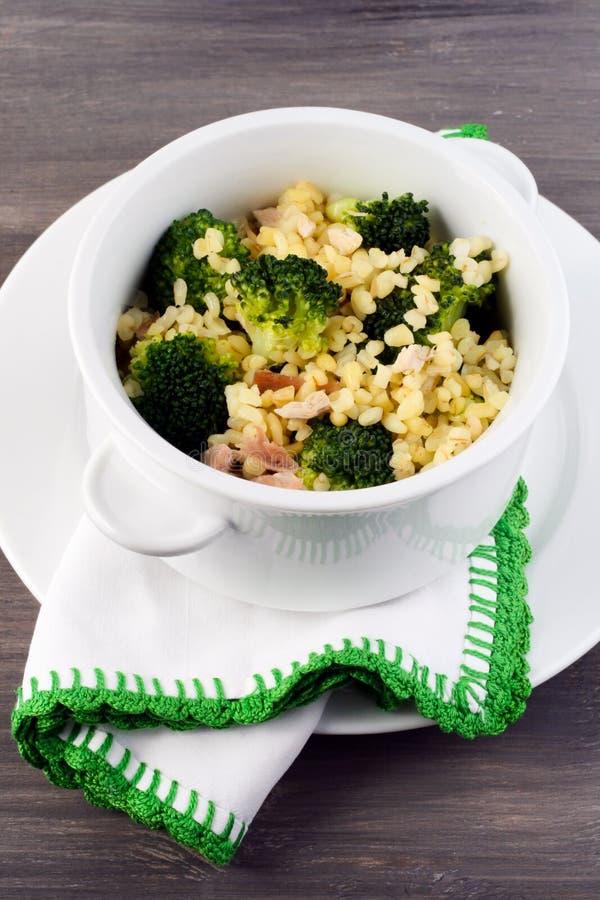 Brokuły i bulgur z kurczakiem obraz stock