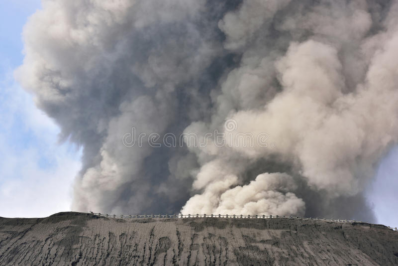 Bromo火山Creater在腾格尔塞梅鲁火山国家公园的 免版税库存照片