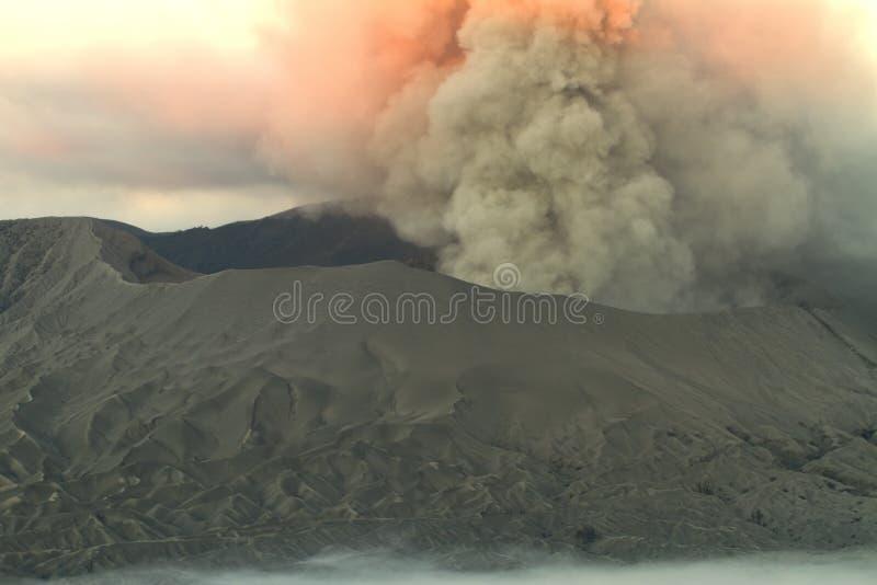 bromo爆发vulcano 免版税库存照片