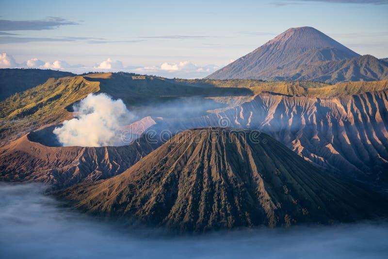 Bromo, Semeru i Batok wulkanu góra w ranku, Wschodni Jav zdjęcie royalty free
