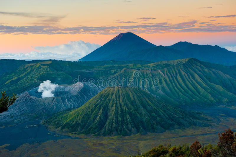 Bromo vulkan på soluppgången, Java, Indonesien arkivfoton