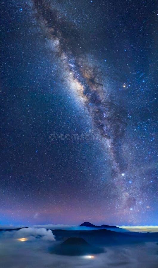 Bromo wulkan z milky sposobem, Wschodni Jawa, Indonezja zdjęcie stock