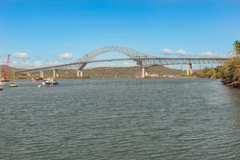 Bron av Americasna är en vägbro i republiken av P arkivfoto
