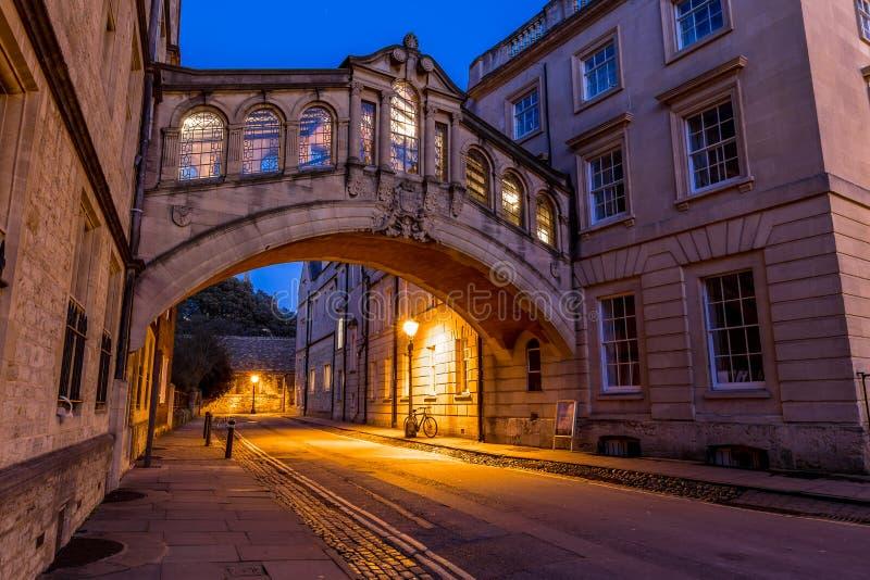 Bron av suckar i Oxford i aftonen, UK arkivfoto