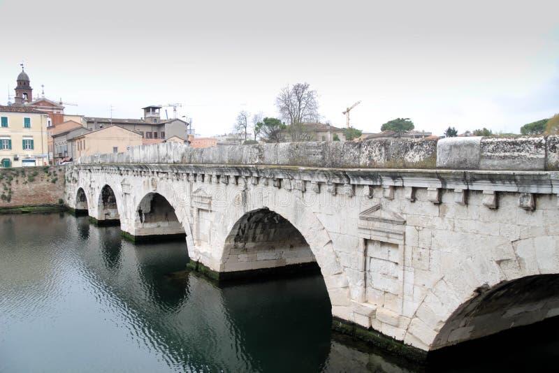 Bron av Tiberius är en romersk bro i Rimini, Italien fotografering för bildbyråer