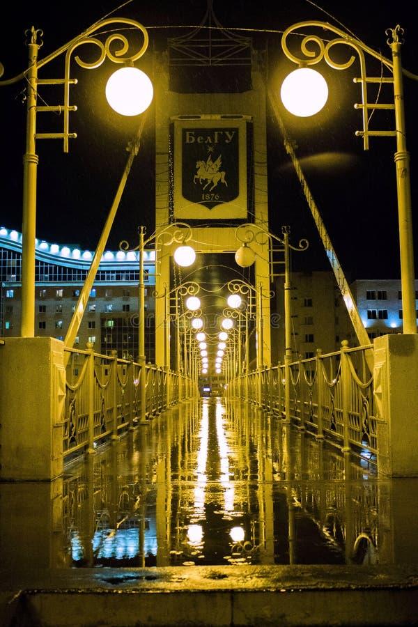 Bron efter regnet arkivfoton