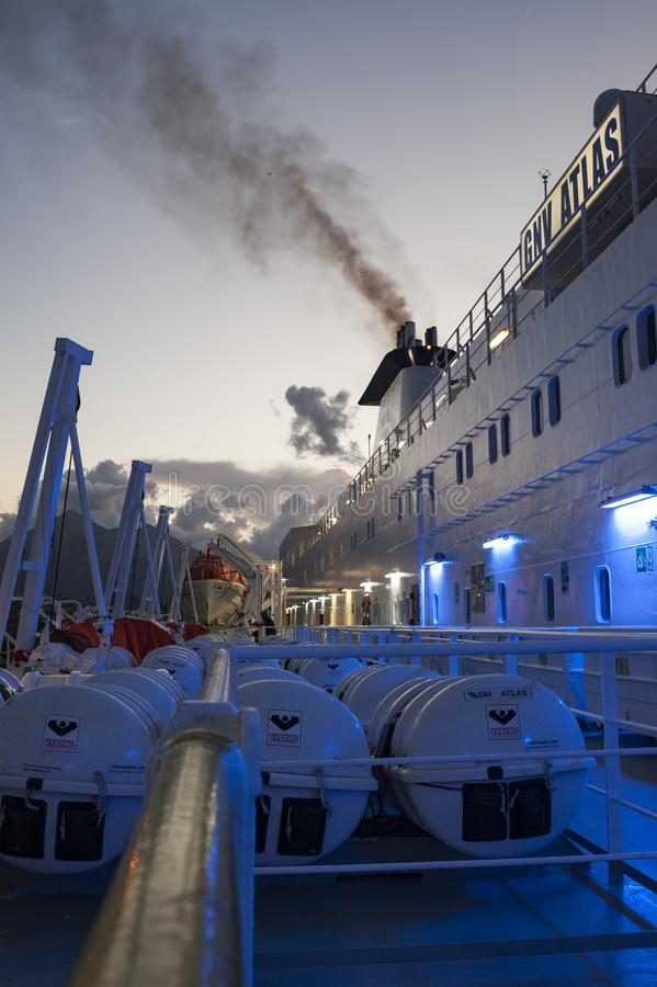 Bron i stort skepp royaltyfri fotografi