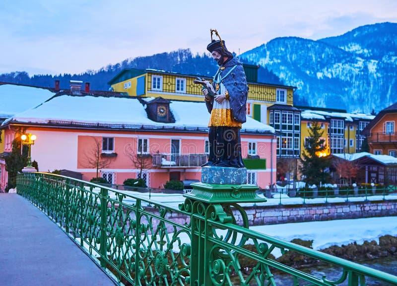 Bron med statyn av Johannes Nepomuk, dåliga Ischl, Salzkammergut, Österrike royaltyfri fotografi