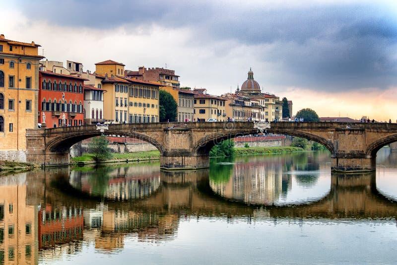 Bron Ponte Santa Trinita i Florence royaltyfria foton