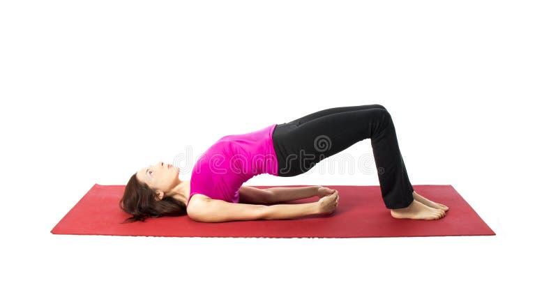 Bron poserar i yoga och Pilates royaltyfri fotografi