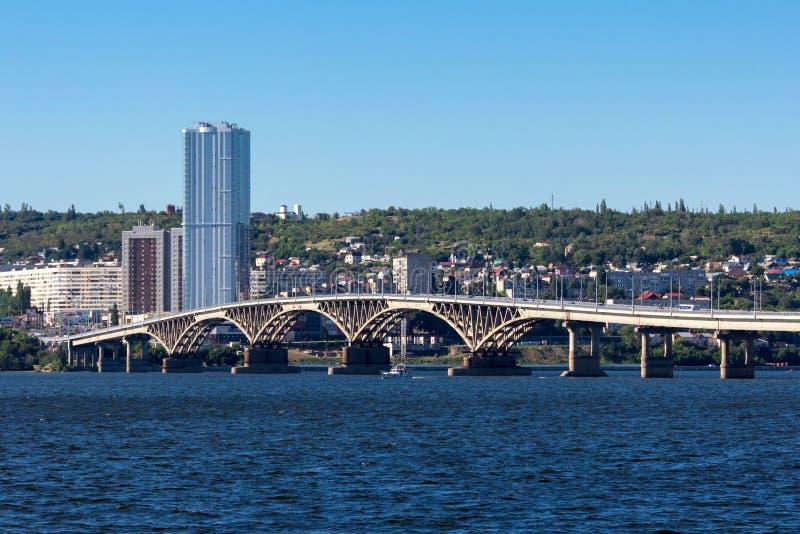 Bron Saratov Engels Volgaet River, royaltyfri foto
