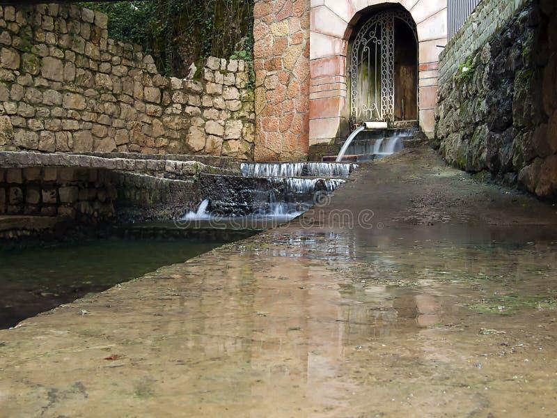 Bron van thermisch mineraalwater royalty-vrije stock afbeeldingen