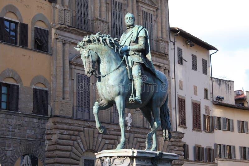 Brons den rid- statyn av Cosimo Jag de Medici den storslagna hertigen av Tuscany på piazzadellaen Signoria i Florence, Tuscany, I royaltyfria foton