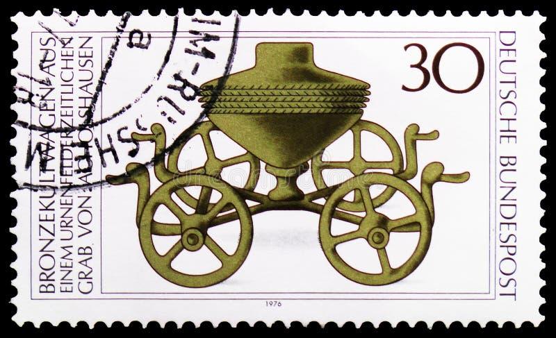 Brons den rituella triumfvagnen, arkeologisk arvserie, circa 1976 royaltyfri fotografi