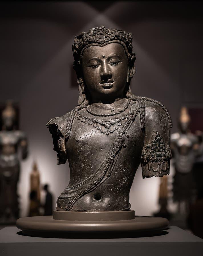 Brons forntida konst för den Avalokitesvara Buddhastatyn arkivfoton