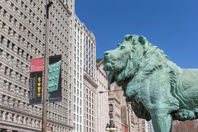 Brons Lion Statue på Art Institute av Chicago royaltyfria bilder