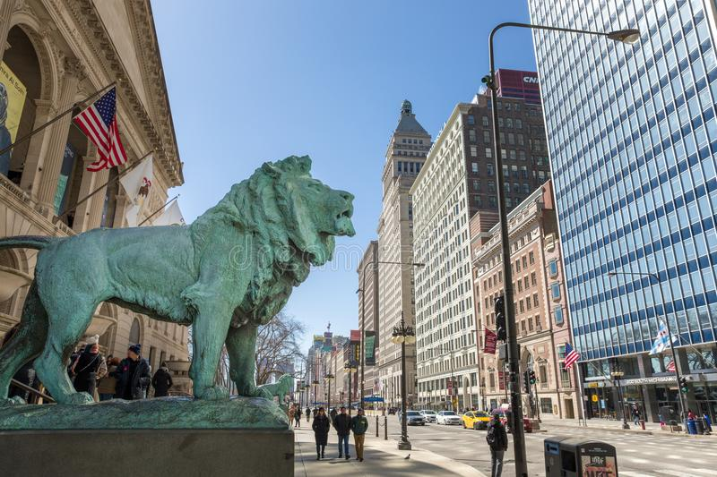 Brons Lion Statue på Art Institute av Chicago arkivbild