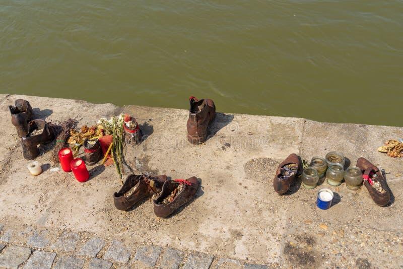Brons skor installation för judiskt folkminne royaltyfri bild