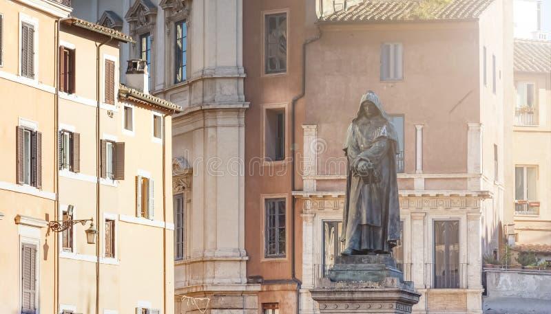 Brons statyn av Giordano Bruno i Rome arkivfoto