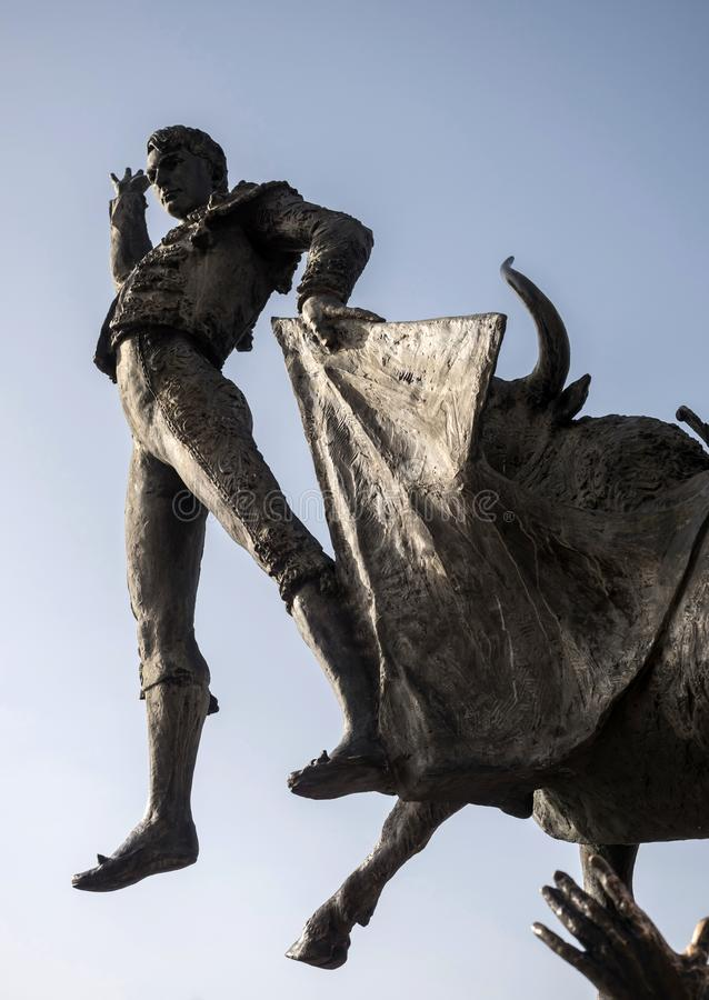 Brons statyn av hedersgåva till tjurfäktaren Jose Cubero Yiyo in arkivbilder