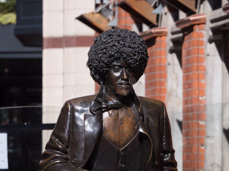 Brons statyn av Phil Lynott, musikern av rockbandgruppen tunna Lizzy, i Dublin arkivbilder