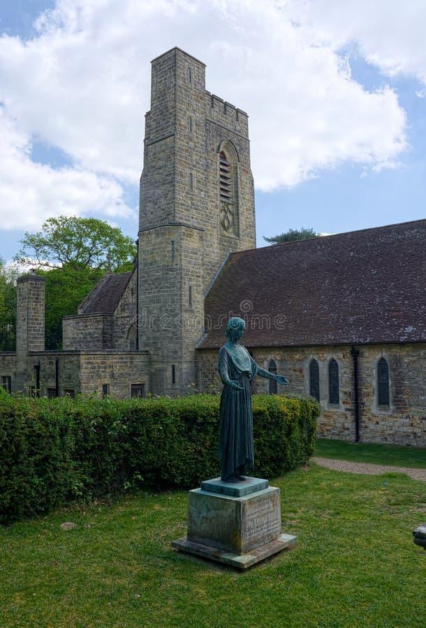 Brons statyn, Kristuskyrkan, Fairwarp, Sussex, UK royaltyfria bilder