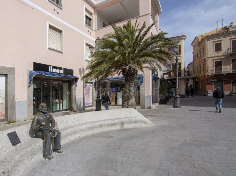 Bronsbeeldhouwwerk van Giuseppe Garibaldi in La Maddalena stock afbeeldingen