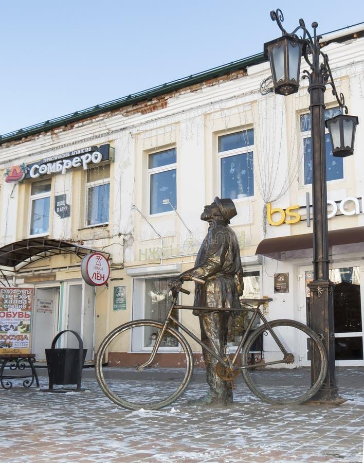 """Bronsbeeldhouwwerk van Konstantin Eduardovich Tsiolkovsky Kaluga Ð """"Ñ€Ð?Ð·Ñ ‹Ð ¾ Ð ½ Ð?бÐ? ЦиР¾ Ð"""" кР¾ Ð ² Ñ  киР¹ stock afbeelding"""