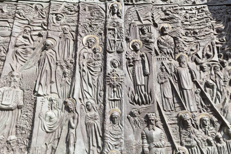Bronsdeur, Kathedraalbasiliek van het Heilige Kruis, Opole, Polen royalty-vrije stock afbeelding