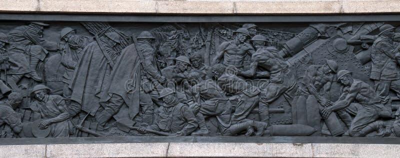 Bronsfries die oorlog op de buitenkant van ANZAC Memorial in Hyde Park afschilderen royalty-vrije stock foto