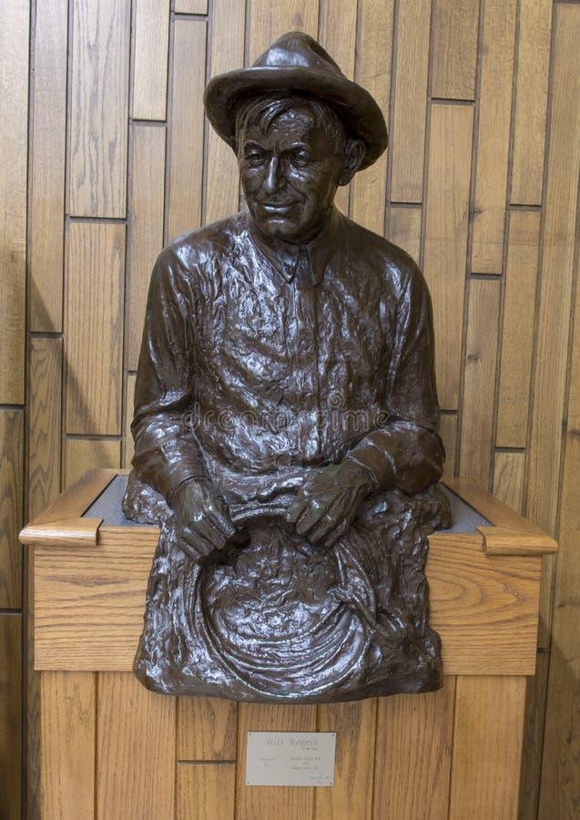 Bronsskulptur av willen Rogers med lasson, Claremore, Oklahoma royaltyfri fotografi
