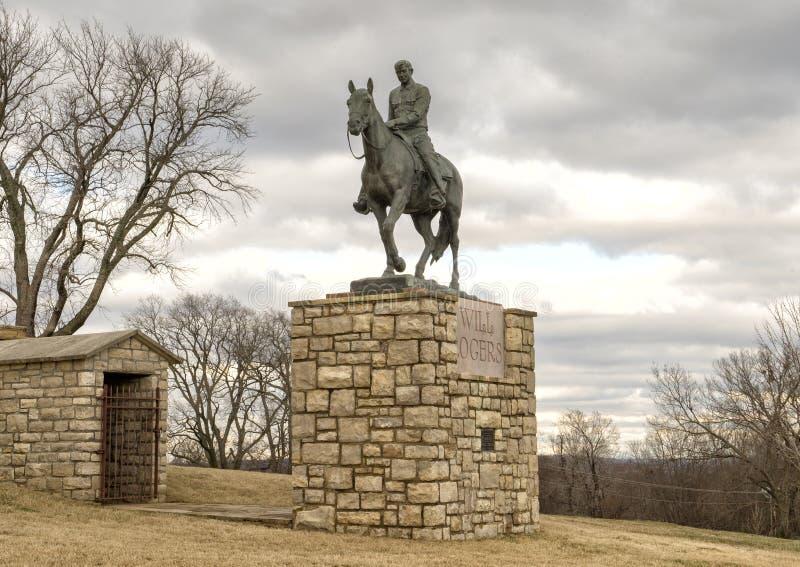 Bronsskulptur av willen Rogers på hästryggen, Claremore, Oklahoma arkivbilder