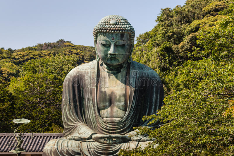 Bronsstandbeeld van Amida Boedha in kotoku-in tempel stock foto