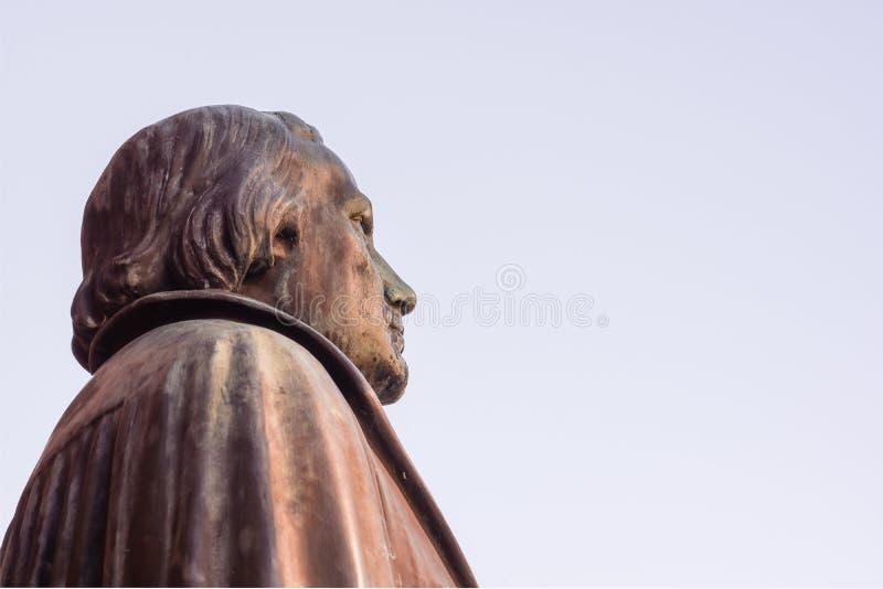 Bronsstandbeeld van hervormer Martin Luther in Luthercurch, Kopenhagen royalty-vrije stock foto