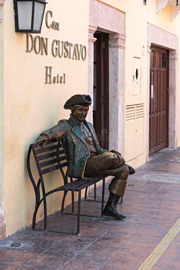 Bronsstandbeeld voor Casa Don Gustavo Hotel, Campeche, Mexico royalty-vrije stock foto's