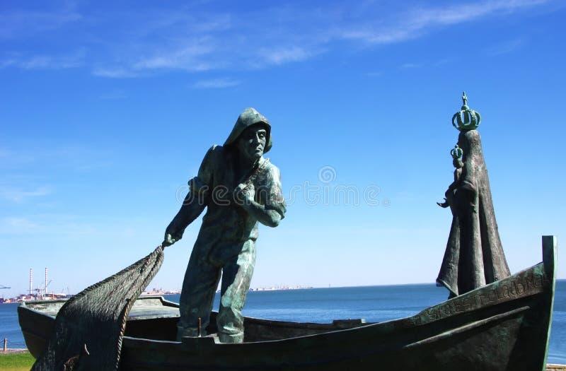 bronsstandbeelden van vissers en Onze Dame stock foto's