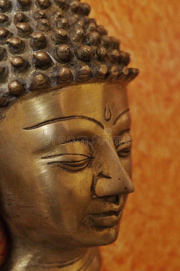 Bronsstaty av Buddha royaltyfria foton
