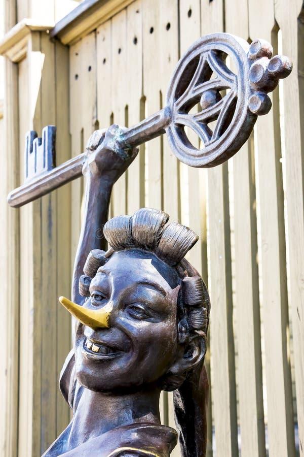 Bronsstaty av Pinocchio royaltyfria foton