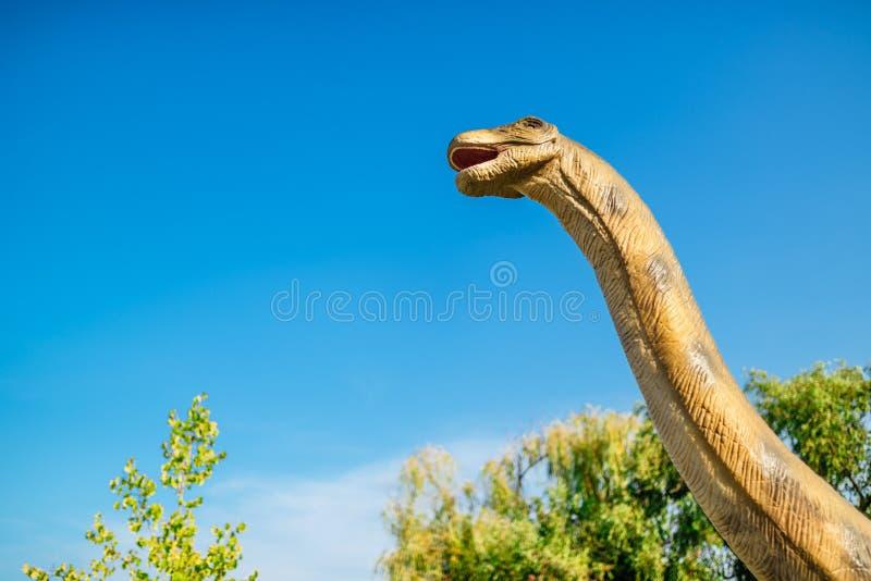 Brontosaurus στο πάρκο του Νόβι Σαντ Dino στοκ φωτογραφία με δικαίωμα ελεύθερης χρήσης