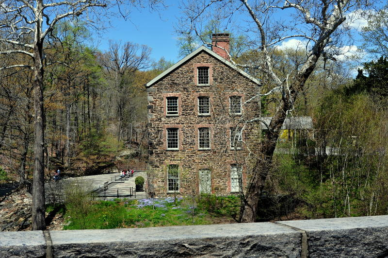 Bronx, Νέα Υόρκη: 1840 παλαιός πέτρινος μύλος στοκ εικόνα