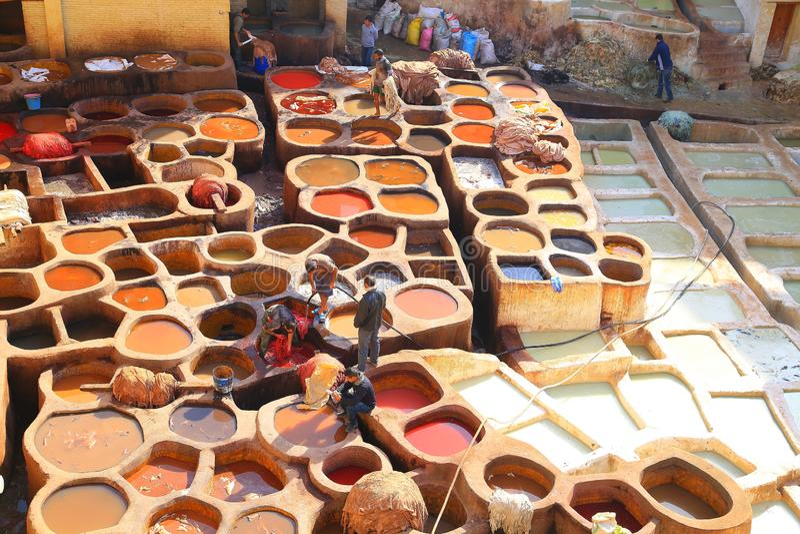 Bronzage en cuir à Fez, Maroc photographie stock libre de droits