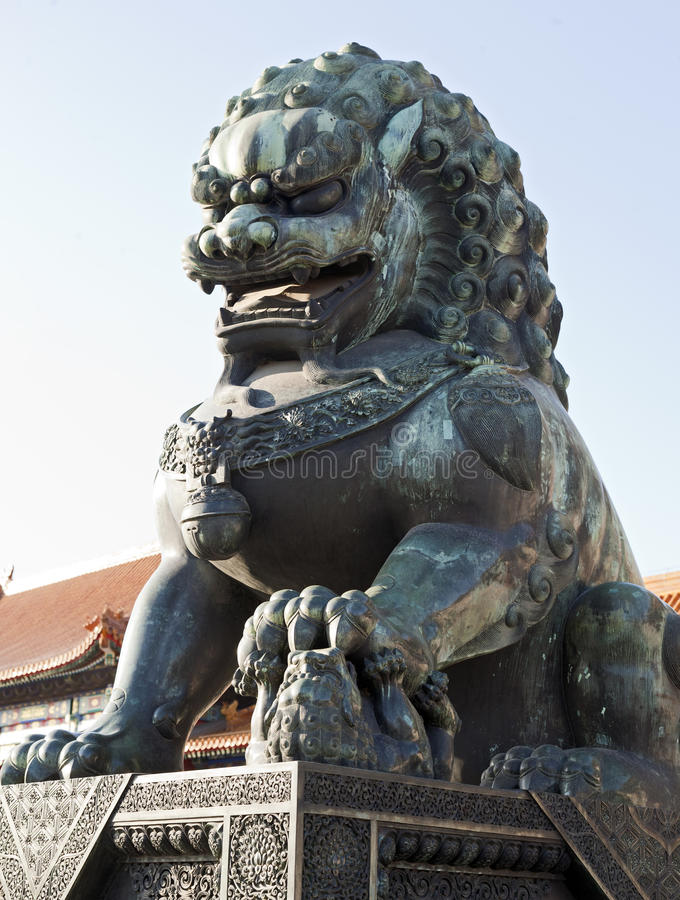 Free Bronze Lion Statue Royalty Free Stock Photography - 22527887