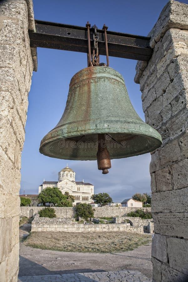Bronze sätta en klocka på i Chersonesos i Crimea, Ukraina arkivbilder