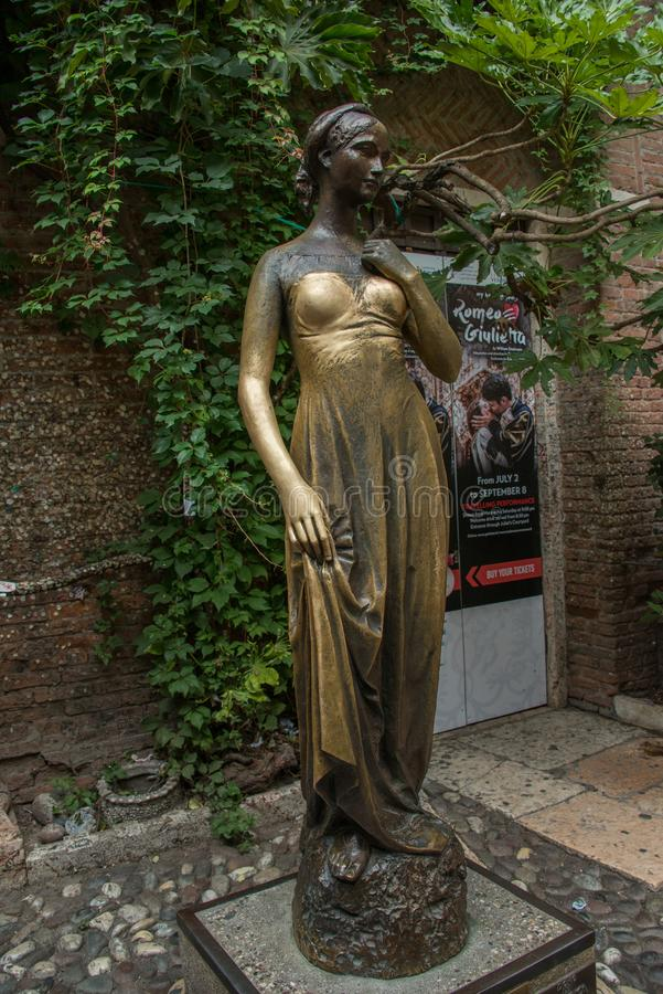 A bronze statue representation of Juliet Cappelletti royalty free stock photos