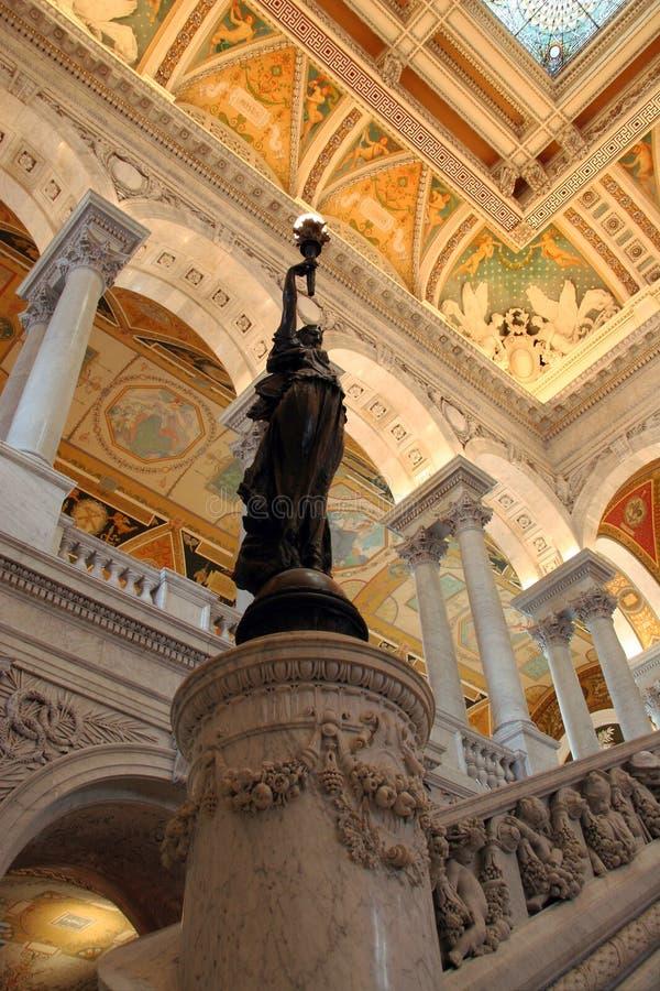 Bronzeie a estátua dentro da entrada salão à Biblioteca do Congresso fotografia de stock royalty free