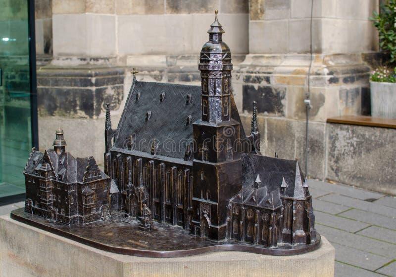 Bronzemodell des Heiligen Thomas Church in Leipzig, Deutschland lizenzfreie stockbilder