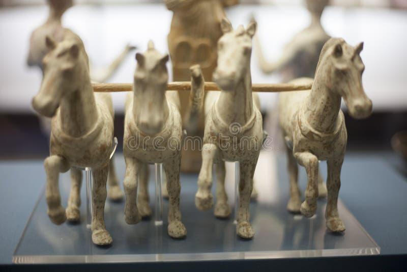 Bronzepferdeskulptur: Galoppierendes Pferd stockfoto